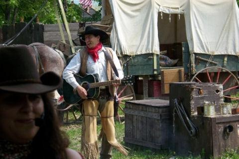 Parco cowboyland a voghera for Piccoli progetti di ranch