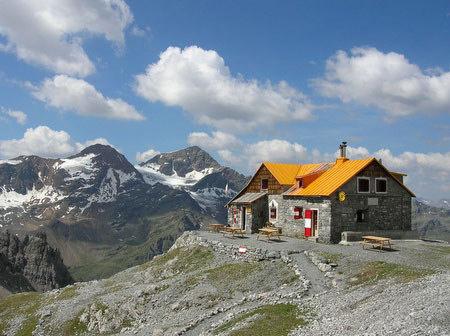 Rifugio quinto alpini bertarelli in val zebr for Rifugio in baita di montagna
